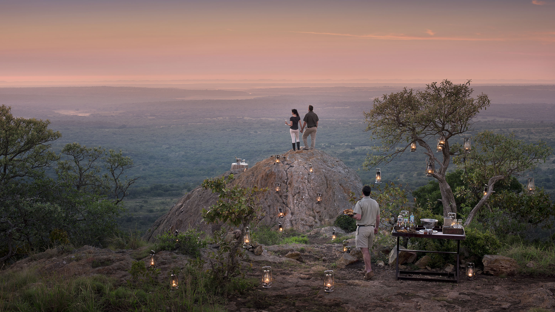 """Safari i Sør-Afrika opplevest best i små intime camps, hvor vi kan arrangere en """"Sundowner"""" – kun for dere."""